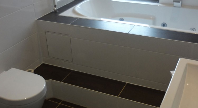 bad mit wirlpoolwanne und fu bodenheizung handwerksservice winter. Black Bedroom Furniture Sets. Home Design Ideas