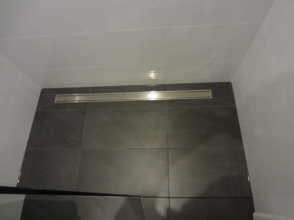 Bodengleiche Dusche mit Ablaufrinne